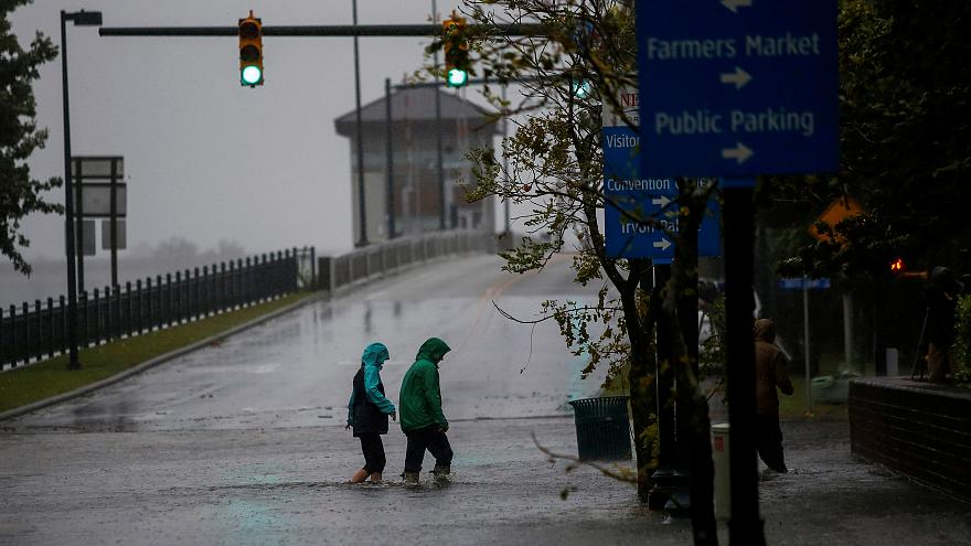 "Ураган ""Флоренс"" достиг восточного побережья США"