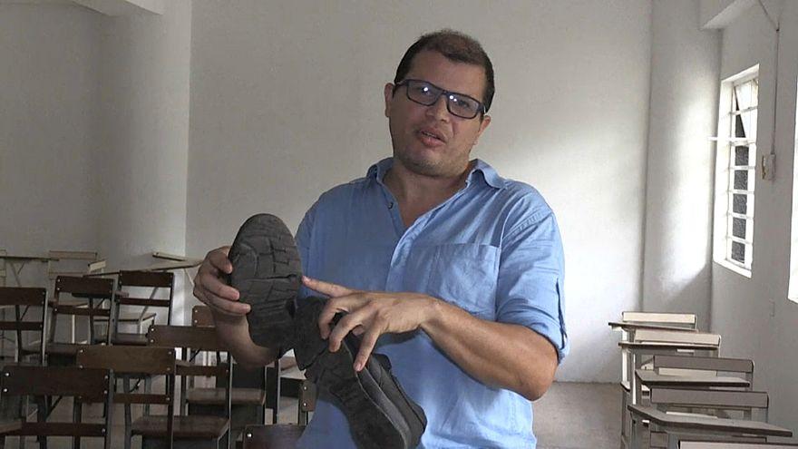 حذاء أستاذ جامعي يتحول إلى رمز للفاقة في فنزويلا