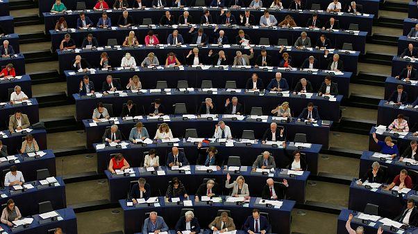 اتحادیه اروپا۷۰ میلیون یورو از کمک مالی به ترکیه کم میکند