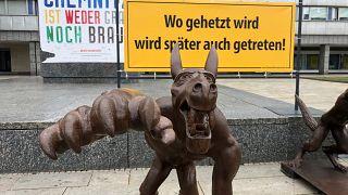 تماثيل الذئب للفنان راينر أوبولكا في كيمنتس بألمانيا