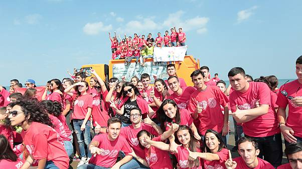متطوعون في اليوم العالمي للتنظيف من أذربيجان
