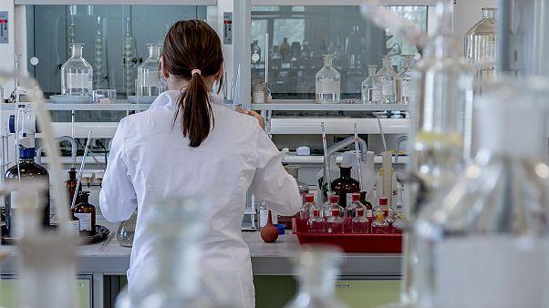 تقرير: روسيان حاولا التجسس على مختبر سويسري مختص بدراسة الأسلحة الكيماوية