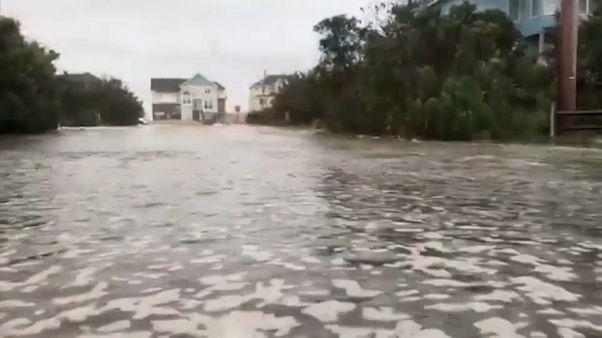 """Florence toca tierra y amenaza con """"catastróficas inundaciones"""""""