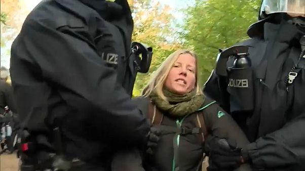Hambacher Forst: Demonstranten leisten erheblichen Widerstand