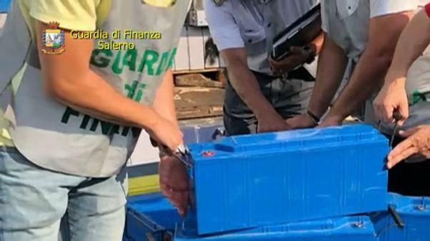 Τόνοι ελαστικών και μπαταριών κατασχέθηκαν στο λιμάνι του Σαλέρνο