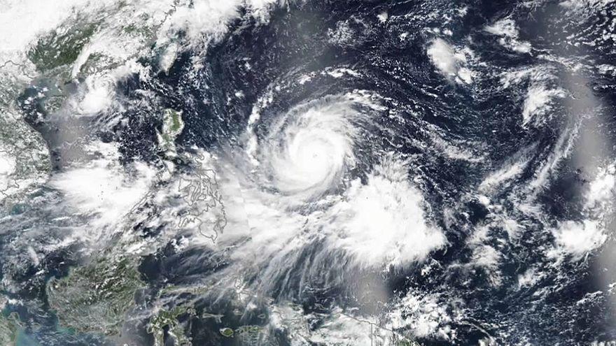 Kétszáz kilométeres szelekkel érte el a szupertájfun a Fülöp-szigeteket
