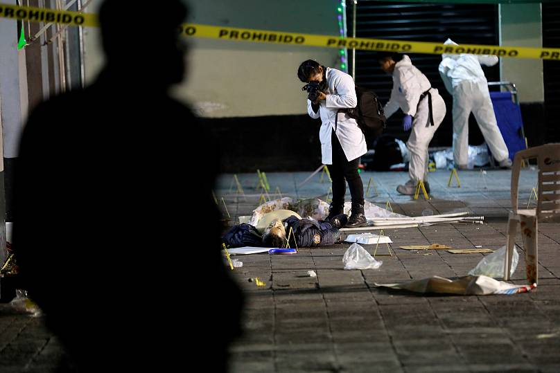 Mariachi wearing gunman kill 5, wound 8 in Mexico City