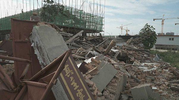 شاهد: الصين تهدم كنيسة بروتستانتية والقس يتحدى السلطات