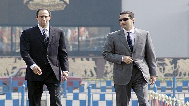 وسائل إعلام: محكمة مصرية تأمر بالقبض على علاء وجمال مبارك