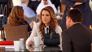 الملكة رانيا العبد الله تُحرج نائبا أردنيا عبر تويتر