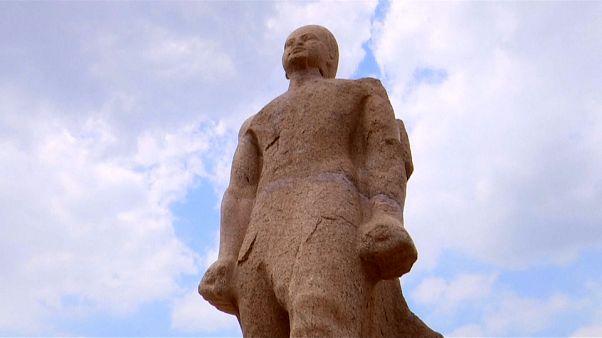 مصر تكشف عن مسلات وتماثيل عملاقة للملك المصري القديم رمسيس الثاني
