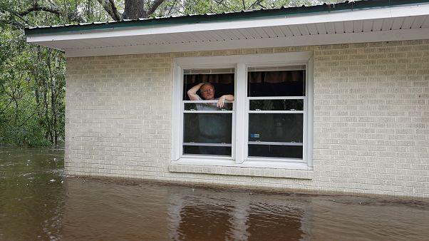 Florence: al menos 15 muertos e inundaciones en Estados Unidos
