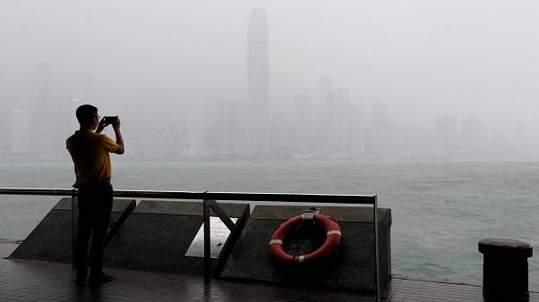 Typhon Mangkhut : 49 morts aux Philippines, la Chine attend son passage