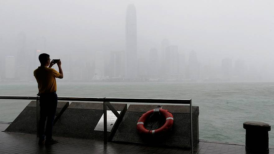 Typhon Mangkhut : 49 morts aux Philippines, la Chine attend son passage