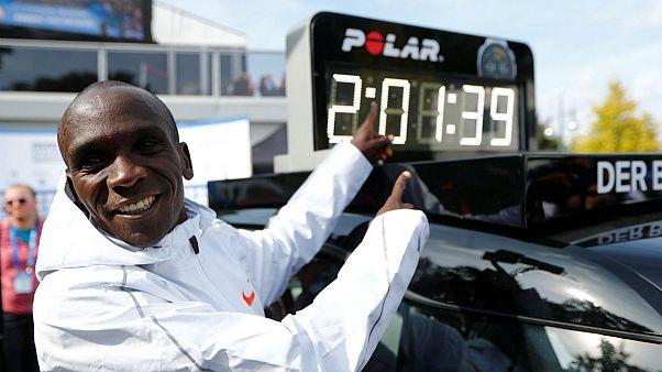 الیود کیپچوگه، دونده کنیایی رکورد ماراتن را شکست