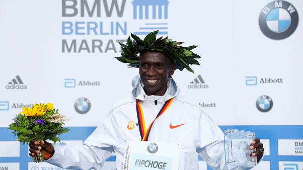 El keniano Kipchoge gana el maratón de Berlín con récord mundial en 2h.01:39