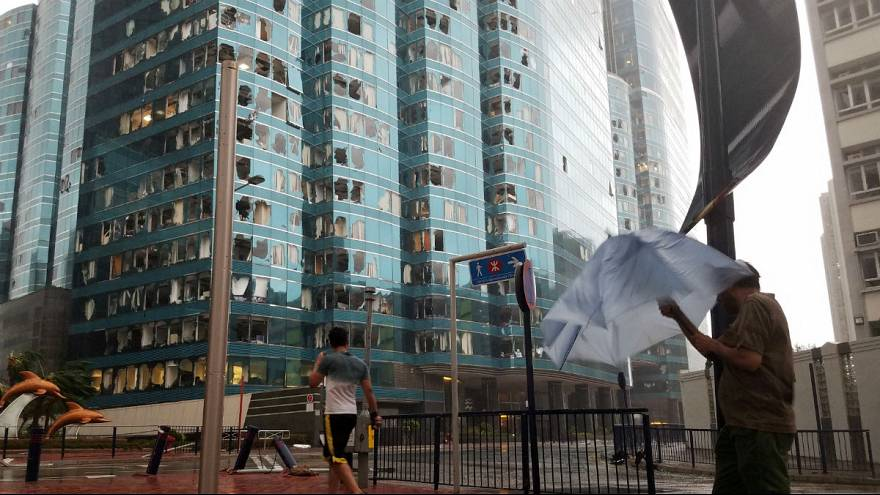 ابر طوفان منگهوت هنگ کنگ را درنوردید؛ دست کم ۱۱۱ نفر زخمی شدند