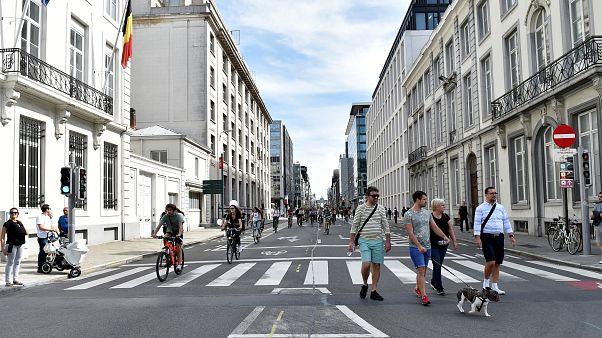 Boldog gyalogosok, dühöngő autósok Párizsban