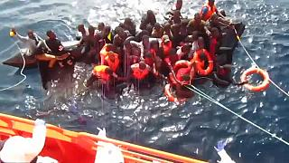 شاهد: إنقاذ 60 مهاجرا غير شرعي قبالة السواحل الإسبانية