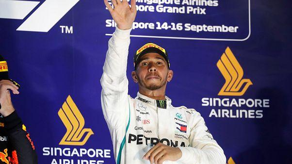 Formula 1'de Singapur Grand Prix'si Lewis Hamilton'un