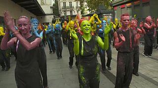 Lione danza per la pace: la Biennale torna in strada