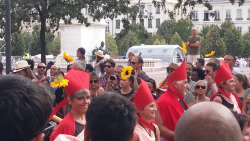 Parade für den Frieden: 4.500 tanzen durch Lyon - 10 der besten Bilder