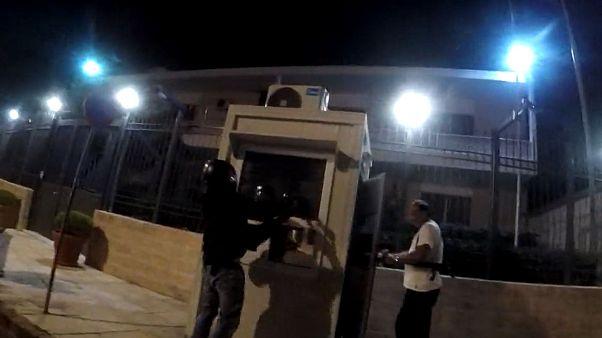 حمله آنارشیستها با بطری رنگ به سفارت ایران در آتن