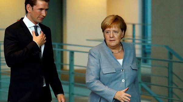 Kurz és Merkel is szorosabb európai határvédelmet akar