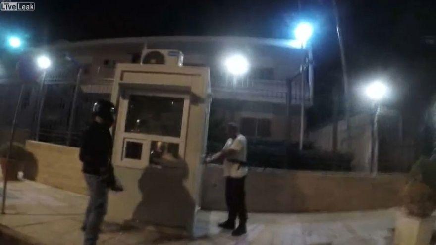 Grecia: anarchici attaccano ambasciata iraniana