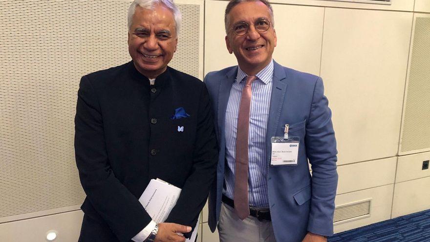 Ο Πρόεδρος του Βρετανικού Ιατρικού Συλλόγου Professor Dinesh Bhugra με τον