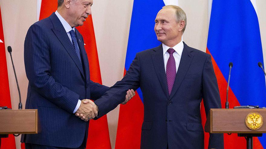 """Rússia e Turquia vão criar """"zona desmilitarizada"""" em Idlib"""