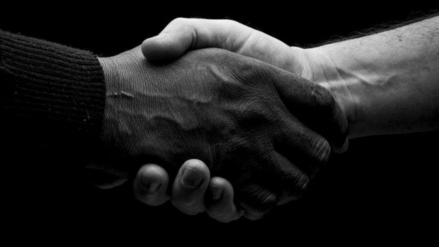 نژاد سفید شکننده: امتیازات سفیدپوستان و تعادل نژادی ناپایدار