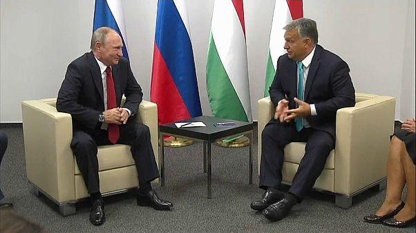 Orban trotzt Brüssel und trifft Putin