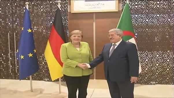 ميركل في الجزائر والحكومة توافق على استعادة 40 ألف مهاجر جزائري غير شرعي