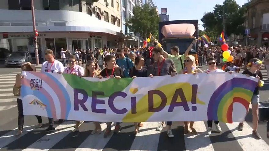 تظاهرة نادرة للمثليين في بلغراد بحضور رئيسة الوزراء والسفير الأمريكي