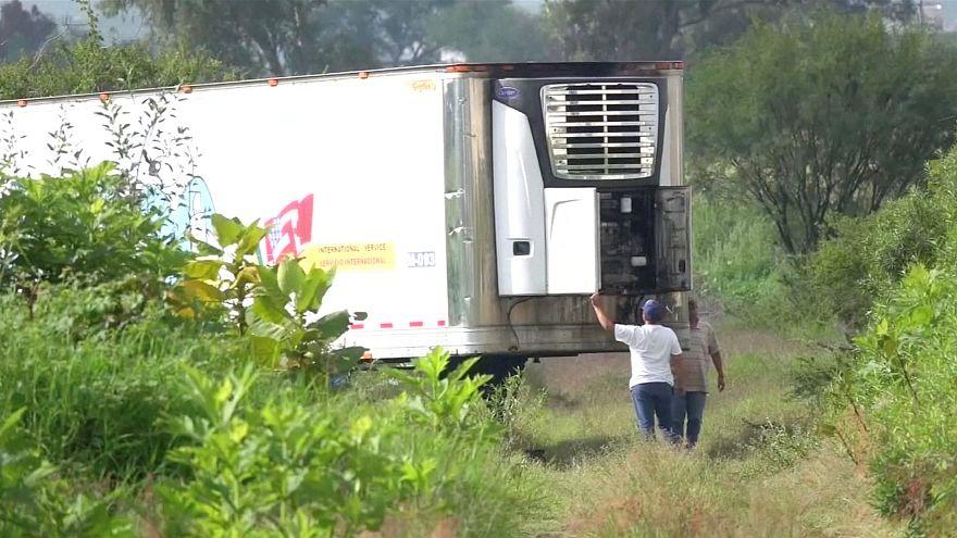 157 muertos en un camión abandonado en México por falta de espacio en la morgue