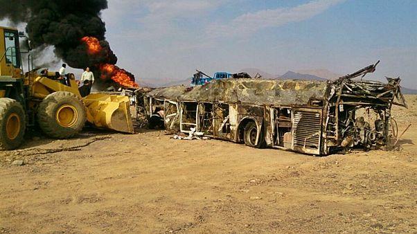 تصادف مرگبار اتوبوس با تانکر سوخت در جاده نطنز