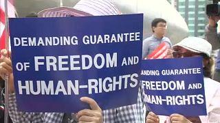 Korea-csúcs: Szöulban tüntetnek ellene