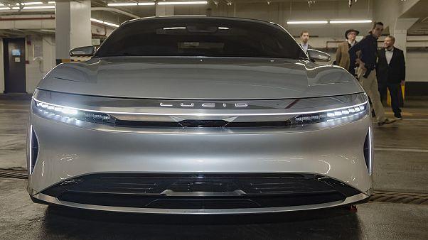 """السعودية تستثمر أكثر من مليار دولار في لوسيد موتورز منافسة """"تسلا"""""""