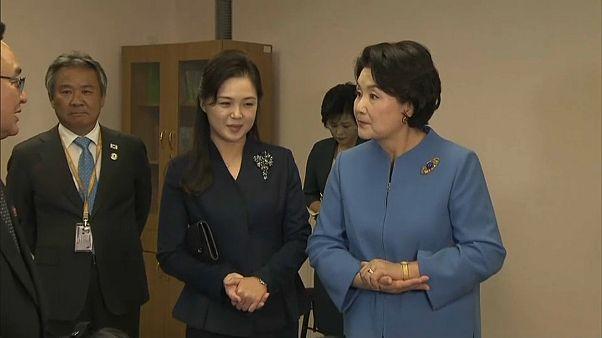 شاهد: السيدة الأولى لكوريا الجنوبية في ضيافة زوجة كيم يونغ أون