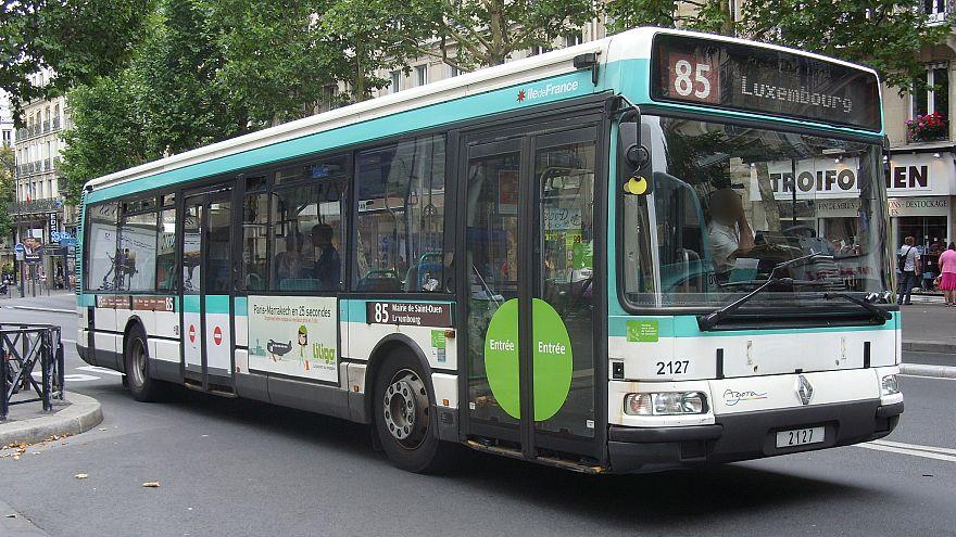 Paris'te öğrenci tokatlayan otobüs soförüne 220 bin imzalı destek