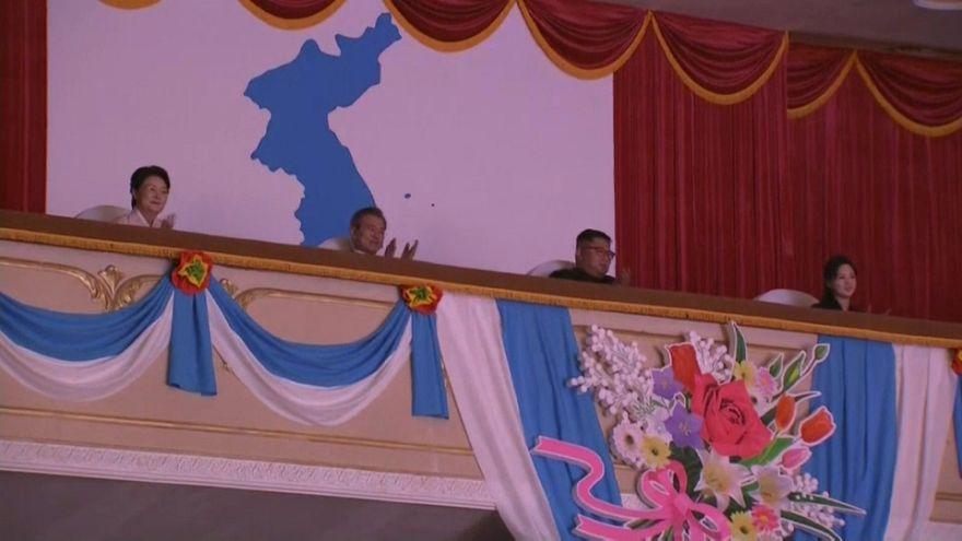 شاهد : زعيما الكوريتين في حفل موسيقي في بيونغ يانغ