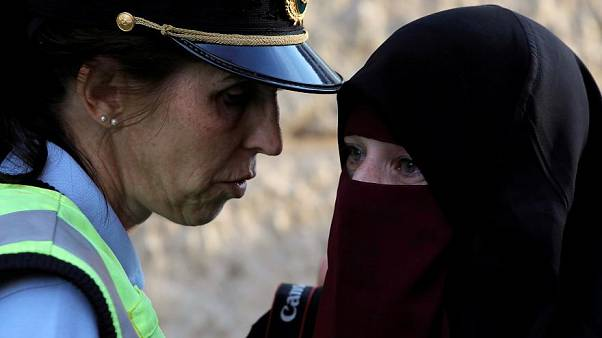 دراسة : معظم الأوروبيين يؤيدون فرض قيود على لباس النساء المسلمات في أوروبا