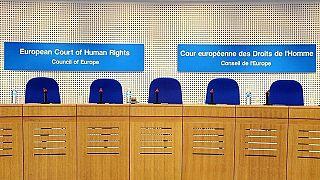 Mahkemede başörtüsünü çıkarmayan kadın Belçika'yı mahkum ettirdi