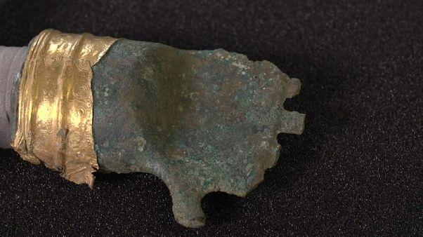 شاهد: علماء سويسريون يعثرون على يد من البرونز عمرها 3500 عام