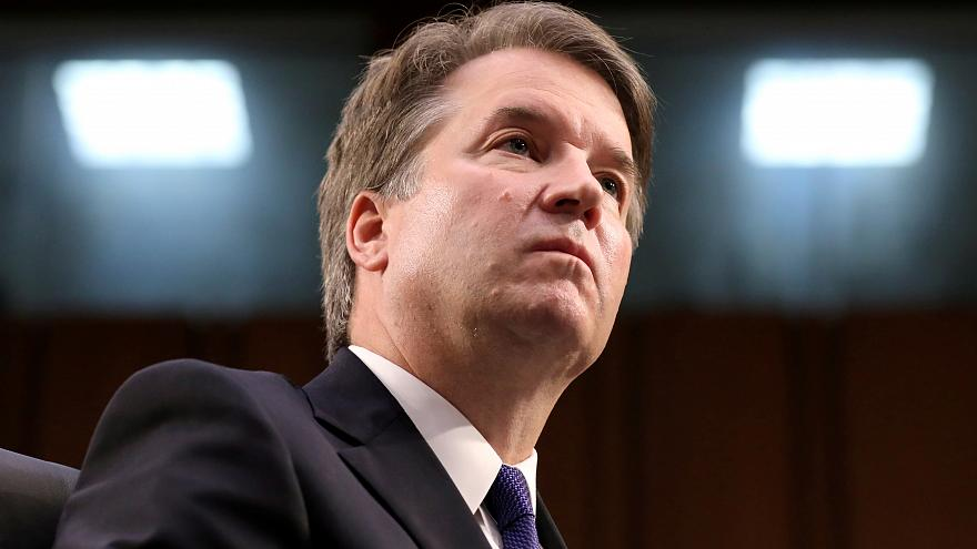 """المدعية بالتحرش على القاضي المرشح للمحكمة العليا الأميركية تطالب """"FBI"""" بالتحقيق"""