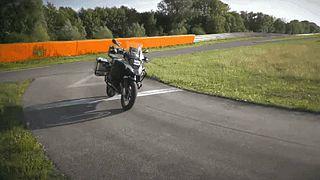آزمایش موتورسیکلت خودران بی.ام.و