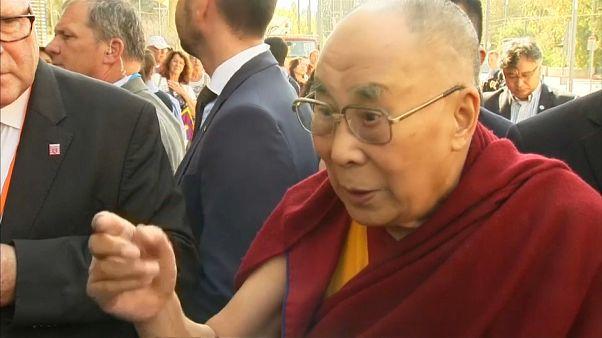 Dalái Lama elogia a Angela Merkel