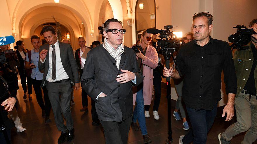 Bíróság előtt a zaklatással vádolt Jean-Claude Arnault