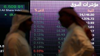 لماذا اقترضت السعودية 11 مليار دولار؟